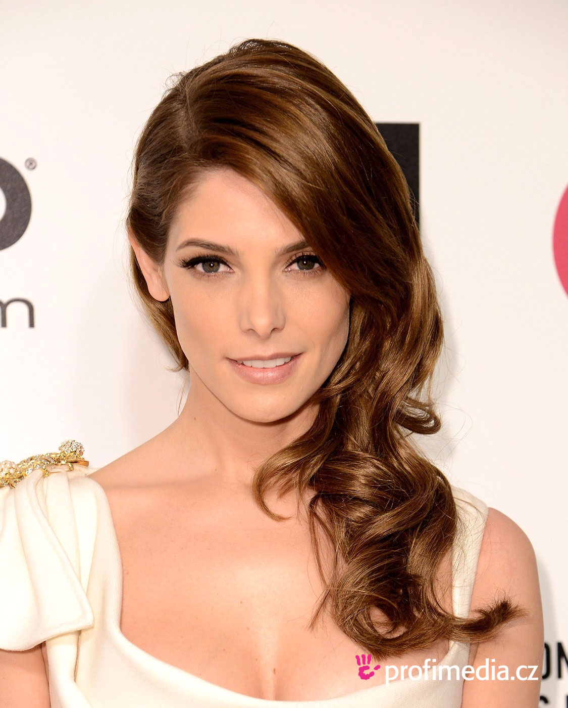 Ashley greene coiffure happyhair for Miroir virtuel coiffure