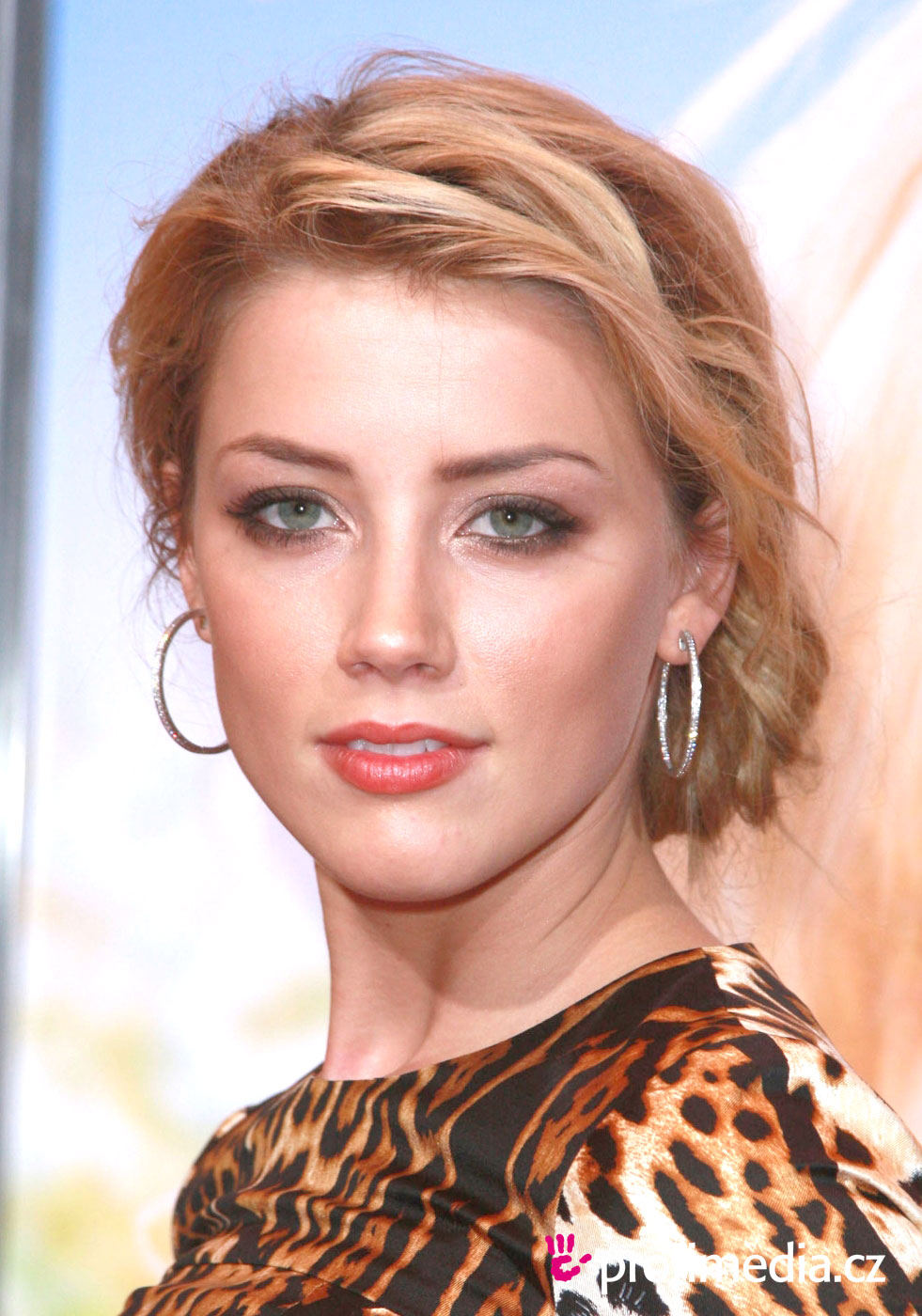amber heard coiffure happyhair. Black Bedroom Furniture Sets. Home Design Ideas