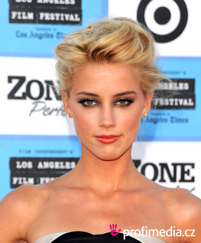 Amber heard coiffure happyhair for Miroir virtuel coiffure
