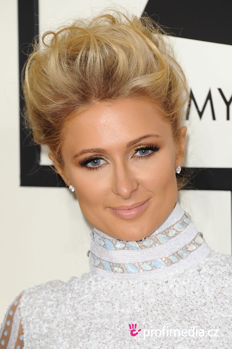 Paris hilton coiffure happyhair for Miroir virtuel coiffure