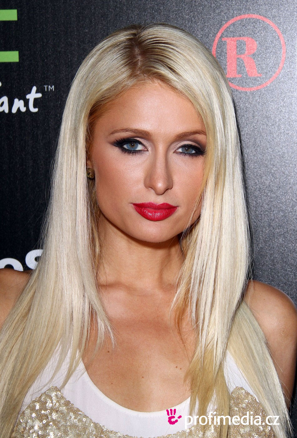 paris hilton coiffure happyhair. Black Bedroom Furniture Sets. Home Design Ideas