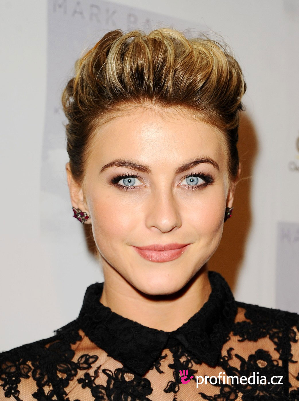 Julianne hough coiffure happyhair for Miroir virtuel coiffure