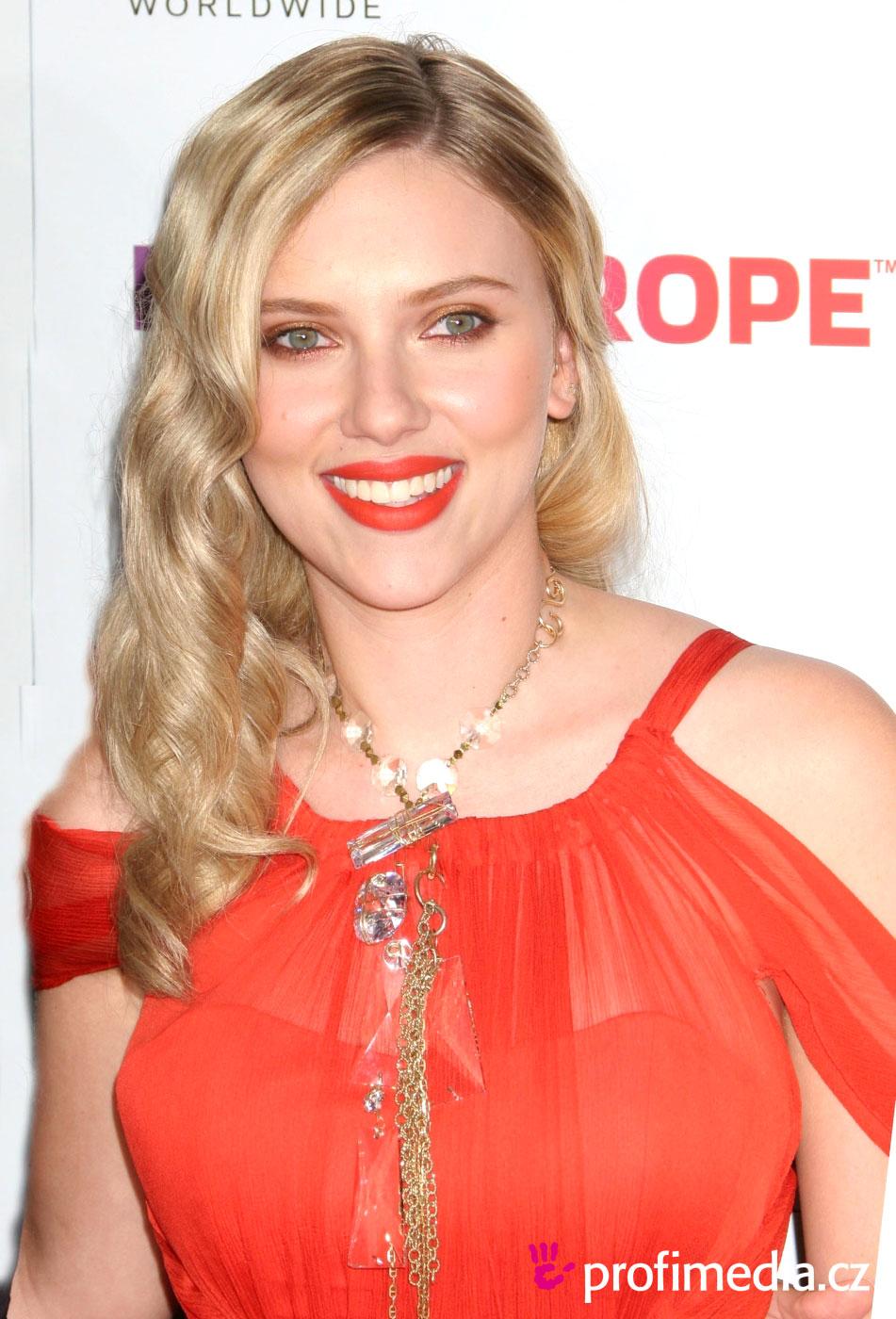 Scarlett johansson coiffure happyhair for Miroir virtuel coiffure