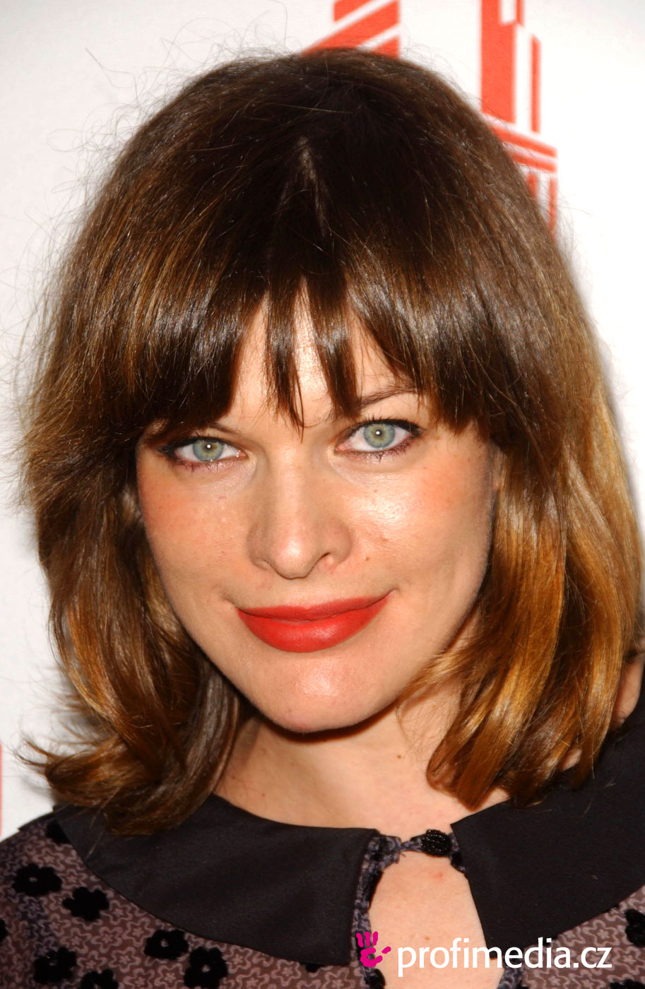 picture Milla Jovovich Short Brown Bob Hairstyle with Bouns Waves