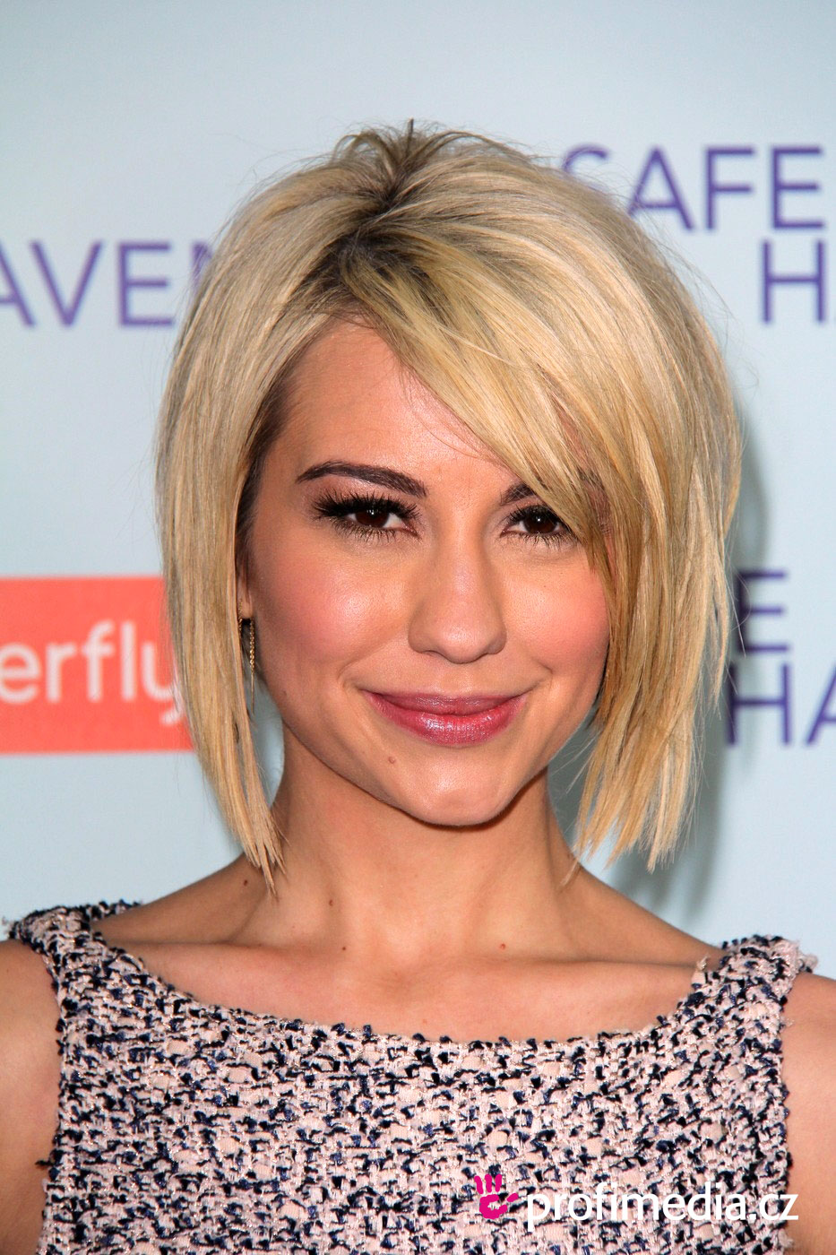 chelsea kane coiffure happyhair. Black Bedroom Furniture Sets. Home Design Ideas