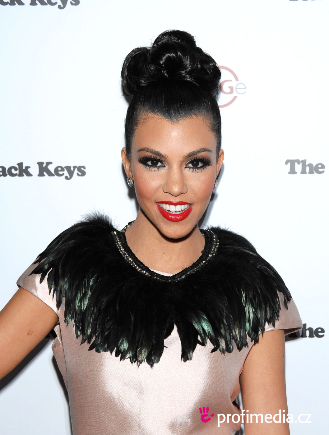 Kourtney kardashian coiffure happyhair for Miroir virtuel coiffure