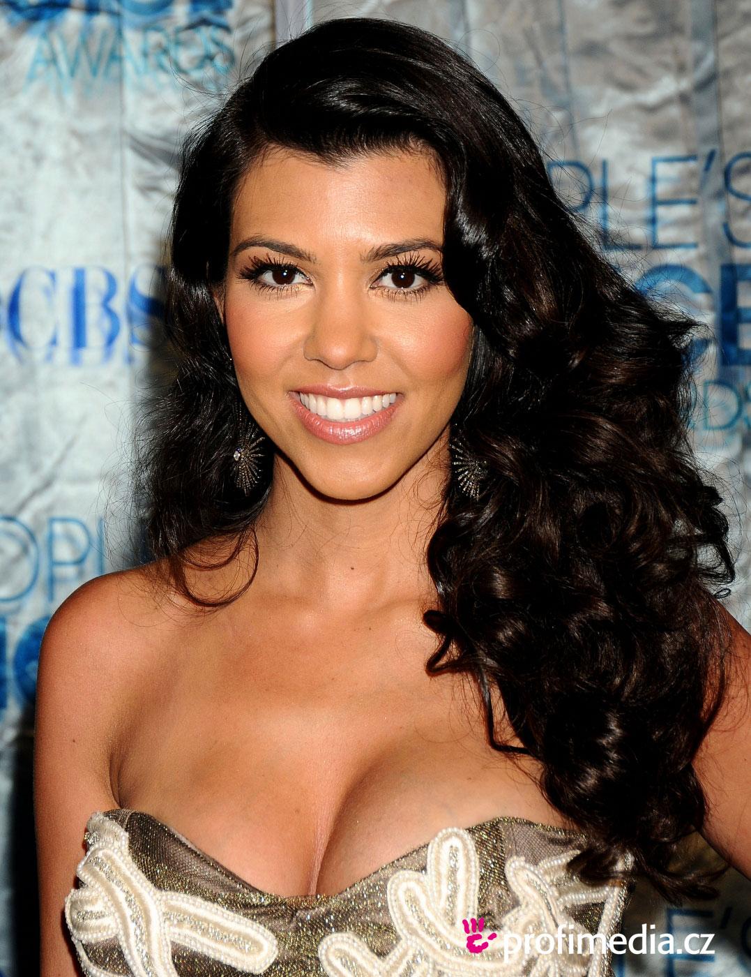 Kourtney Kardashian Hairstyle Easyhairstyler