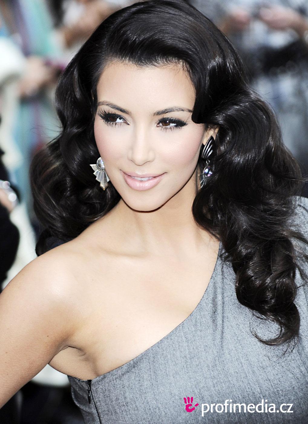 Kim hairstyles kardashian new photo
