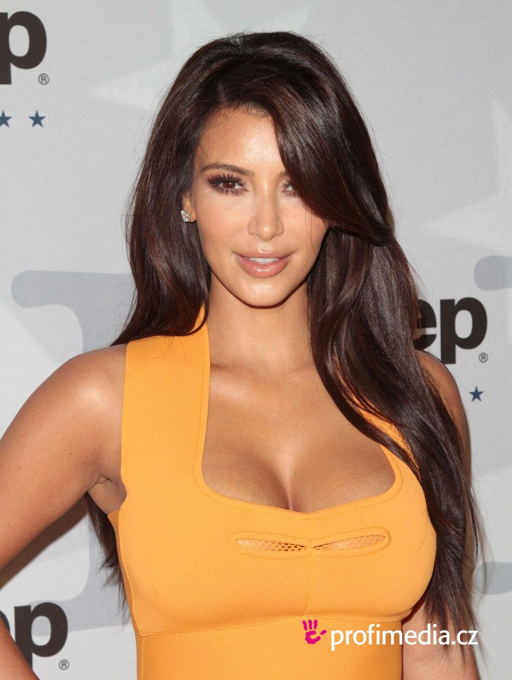 Coupe de cheveux long kim kardashian