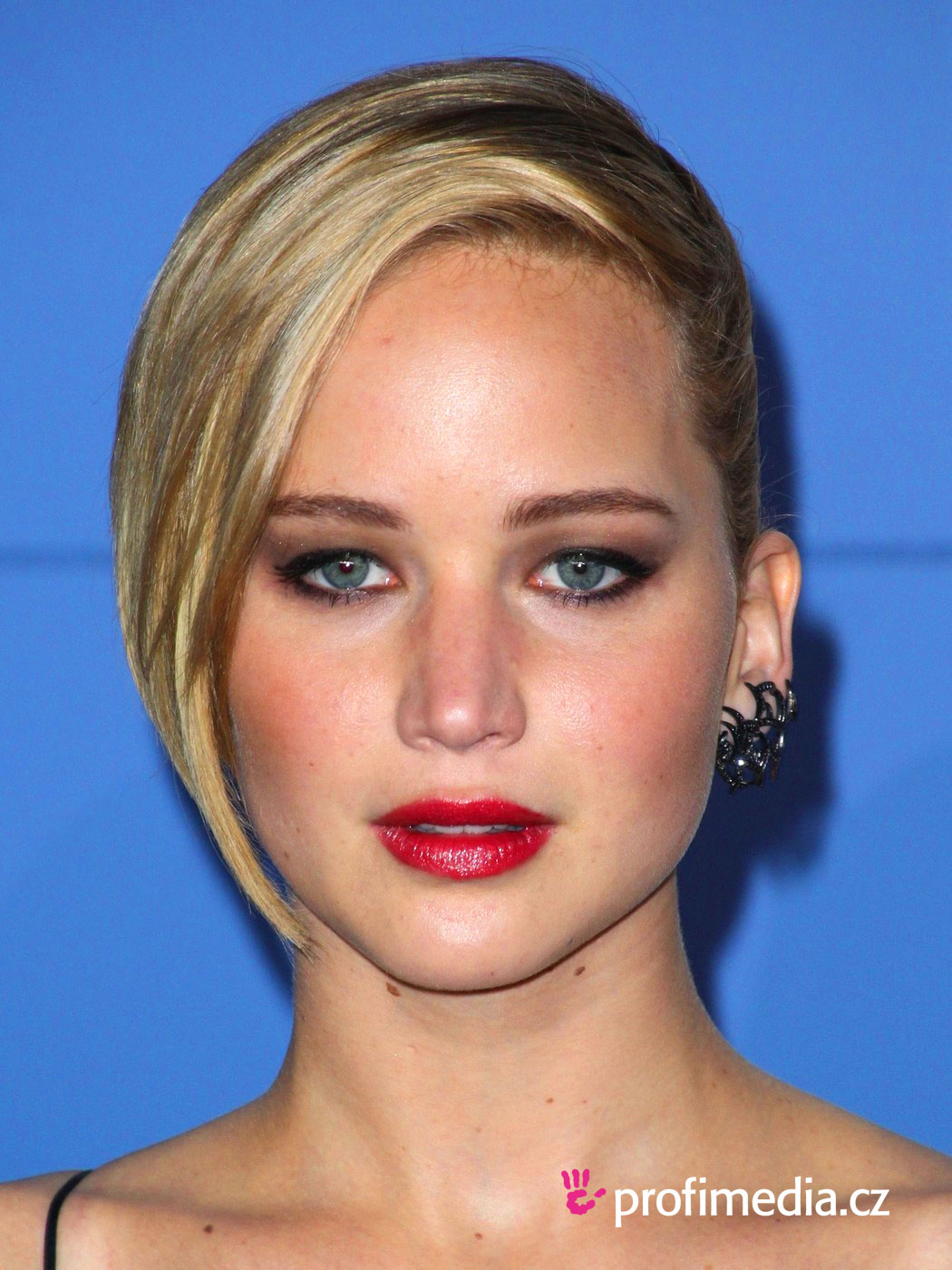 Jennifer lawrence coiffure happyhair for Miroir virtuel coiffure