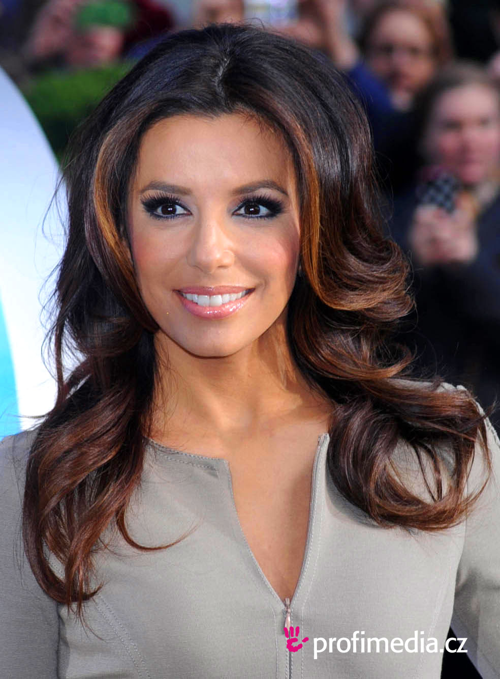 eva longoria frisur zum ausprobieren in efrisuren. Black Bedroom Furniture Sets. Home Design Ideas