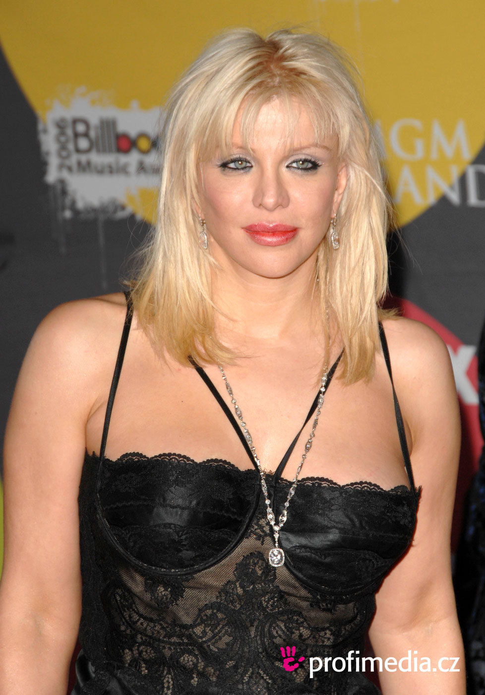 Courtney Love Hairstyle Easyhairstyler