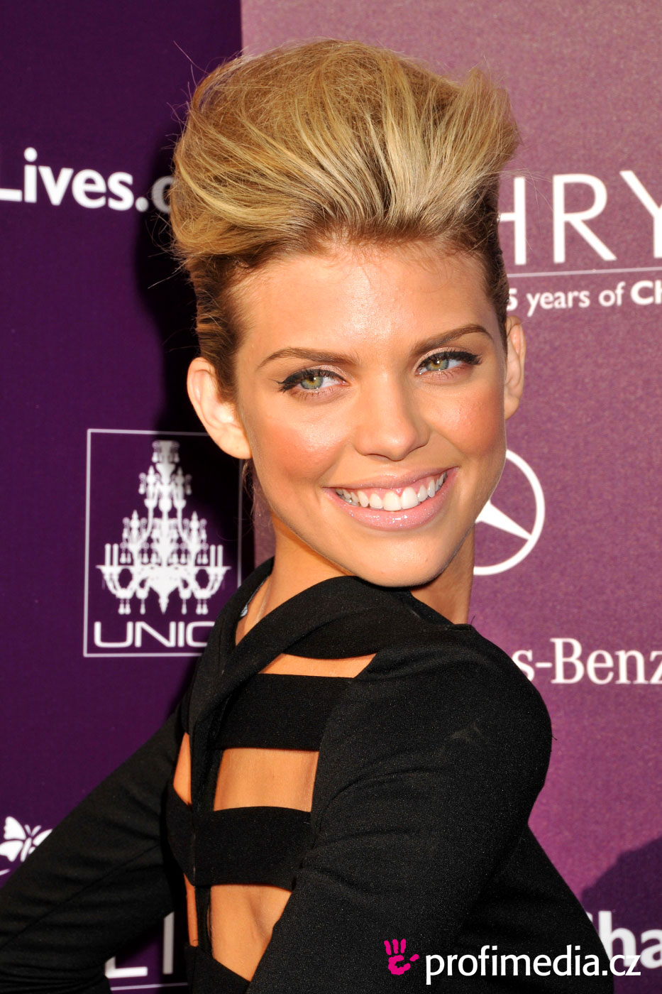 Annalynne mccord coiffure happyhair for Miroir virtuel coiffure