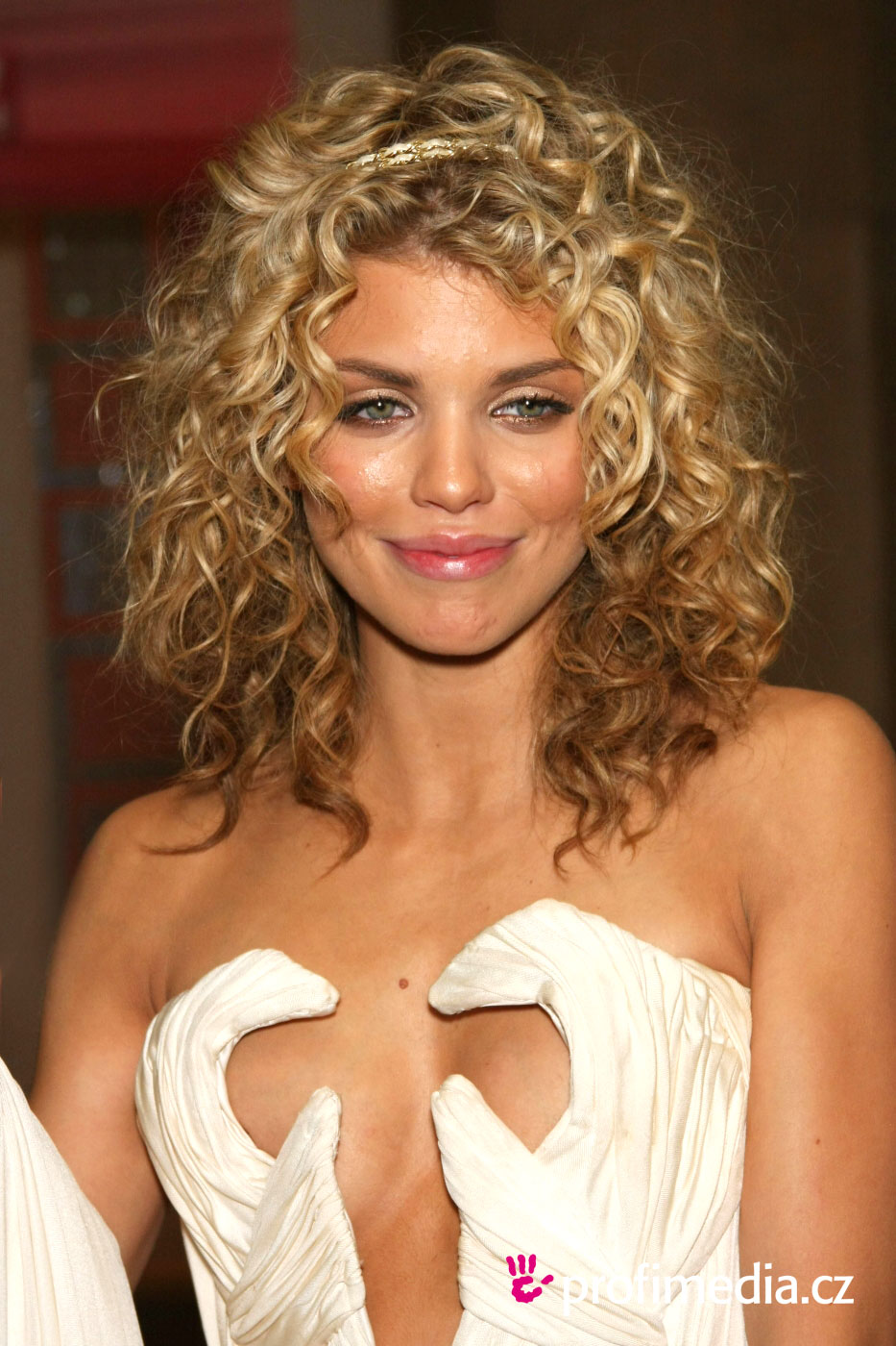 annalynne mccord frisur zum ausprobieren in efrisuren. Black Bedroom Furniture Sets. Home Design Ideas