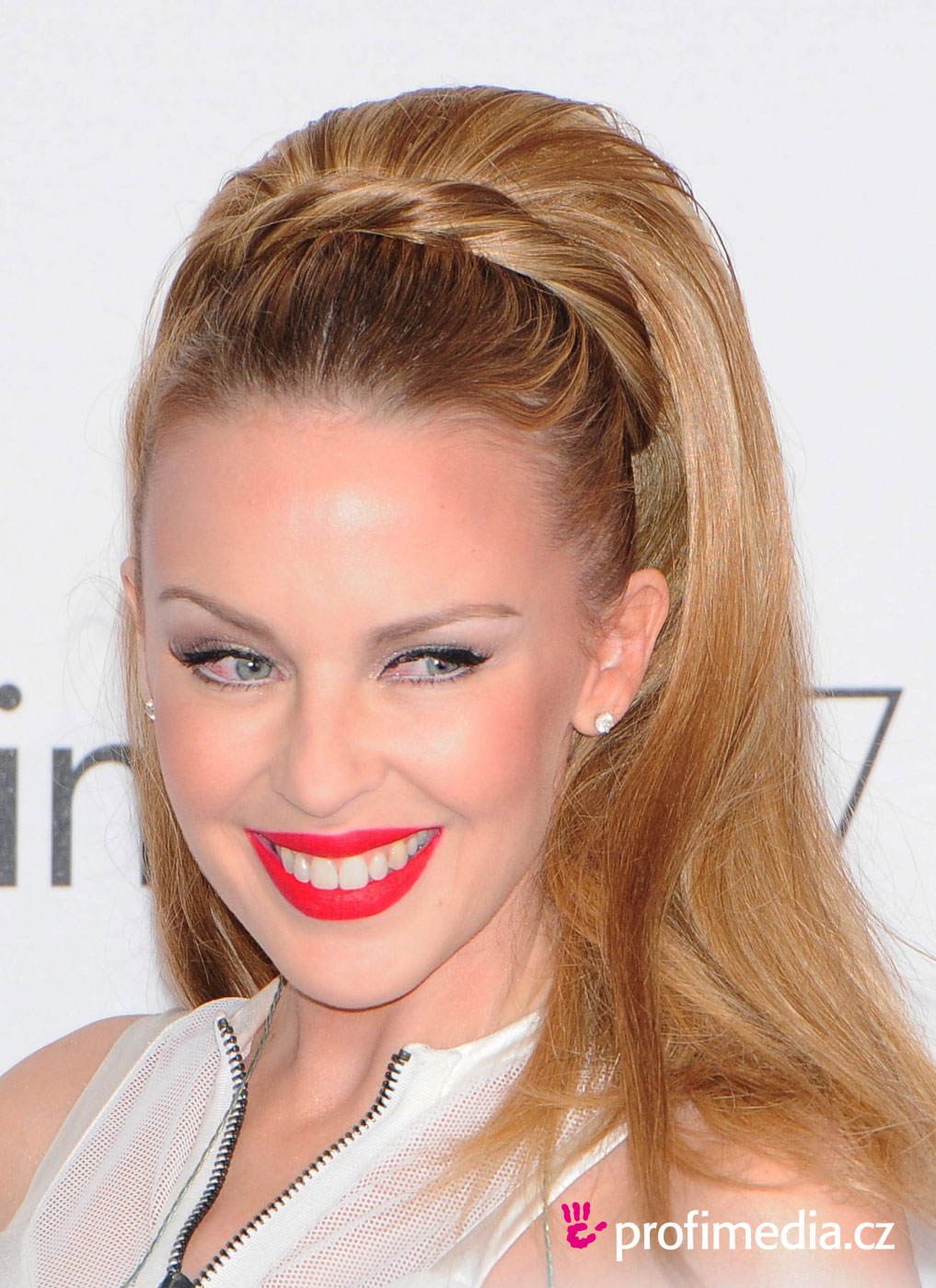 http://ucesy-sk.happyhair.sk/celebrity_img/minogue1d1410.jpg