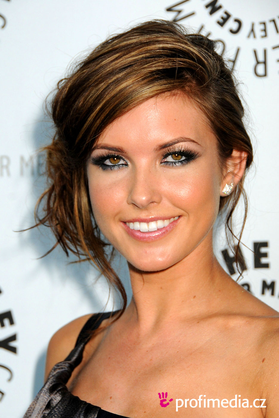audrina patridge coiffure happyhair. Black Bedroom Furniture Sets. Home Design Ideas