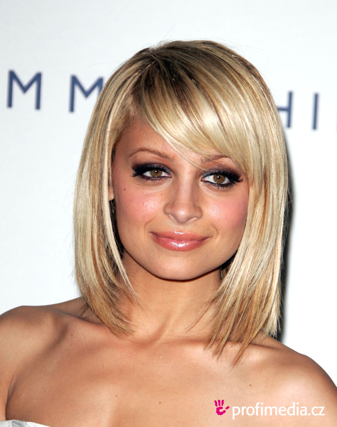 nicole richie frisur zum ausprobieren in efrisuren. Black Bedroom Furniture Sets. Home Design Ideas