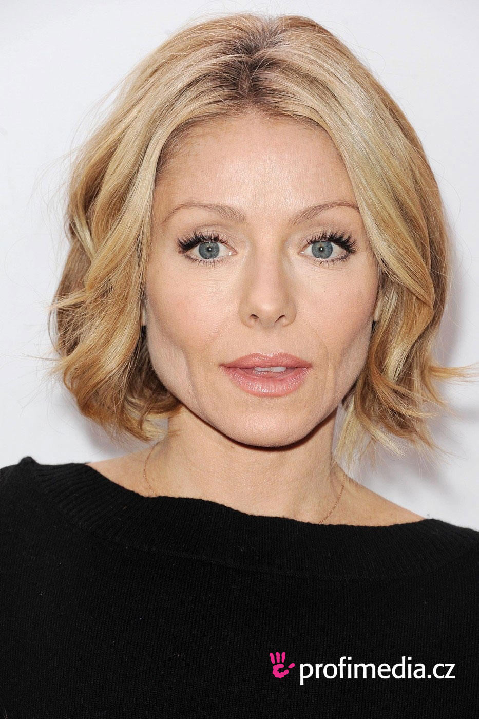 top photo of kelly ripa hairstyle | alice smith