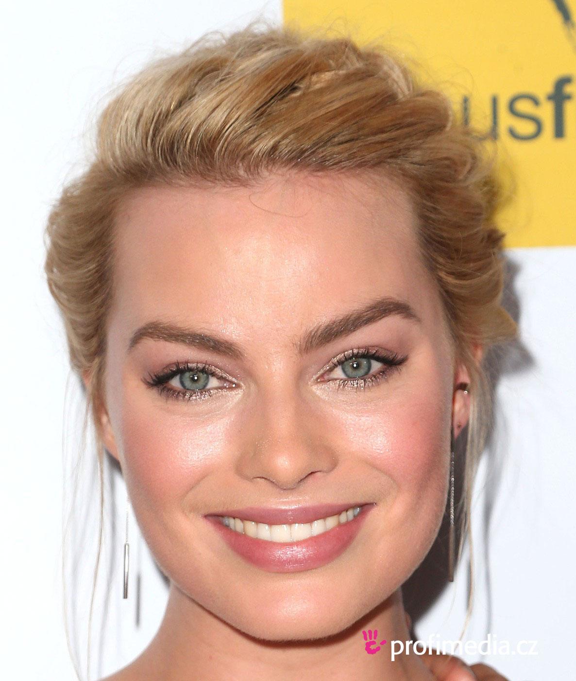 Margot Robbie Hairstyle Easyhairstyler