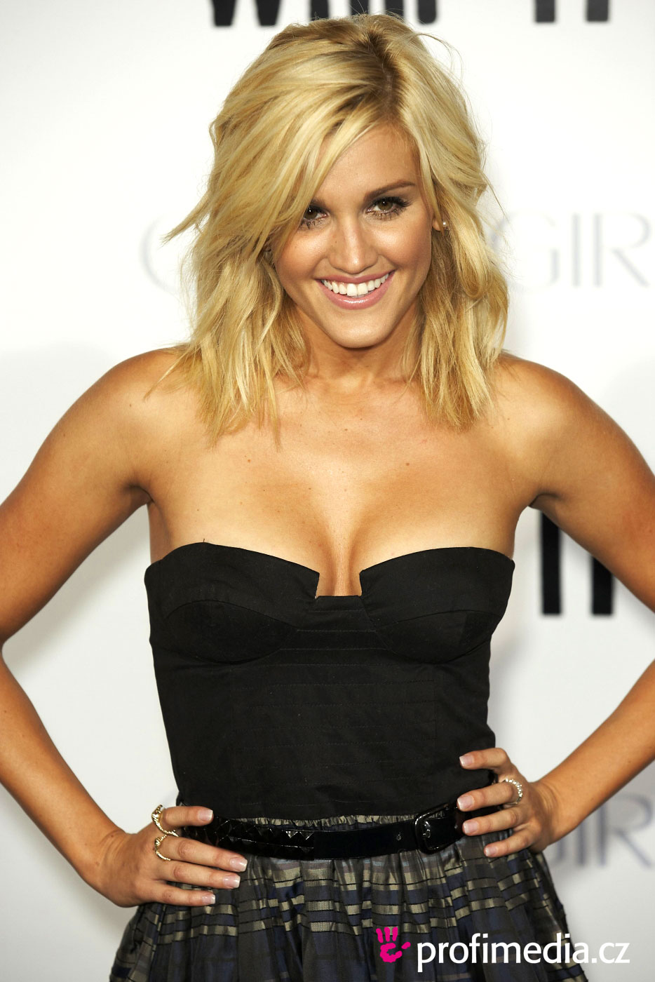 Ashley Roberts Hairstyle Easyhairstyler