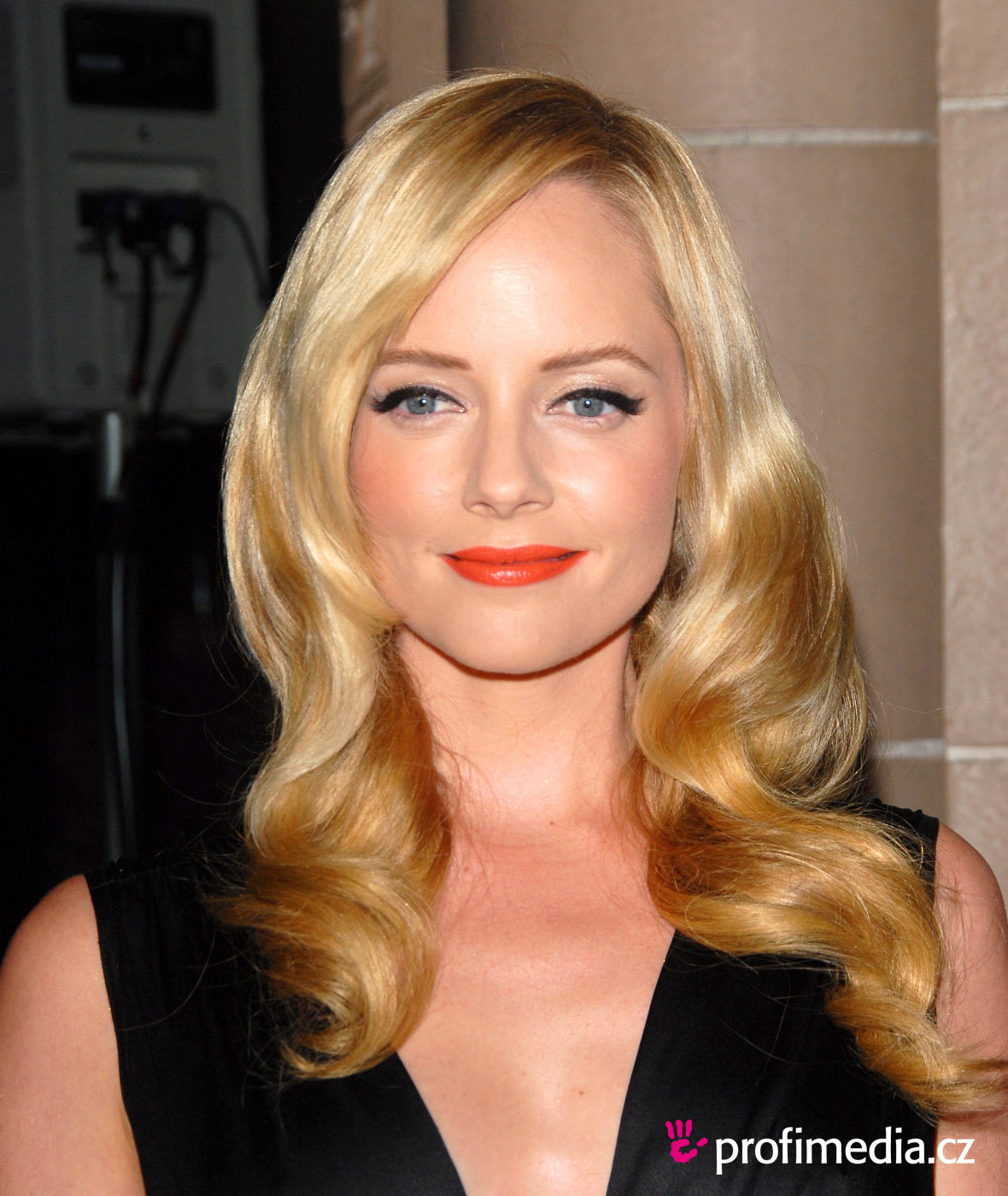 Marley Shelton Hairstyle Easyhairstyler