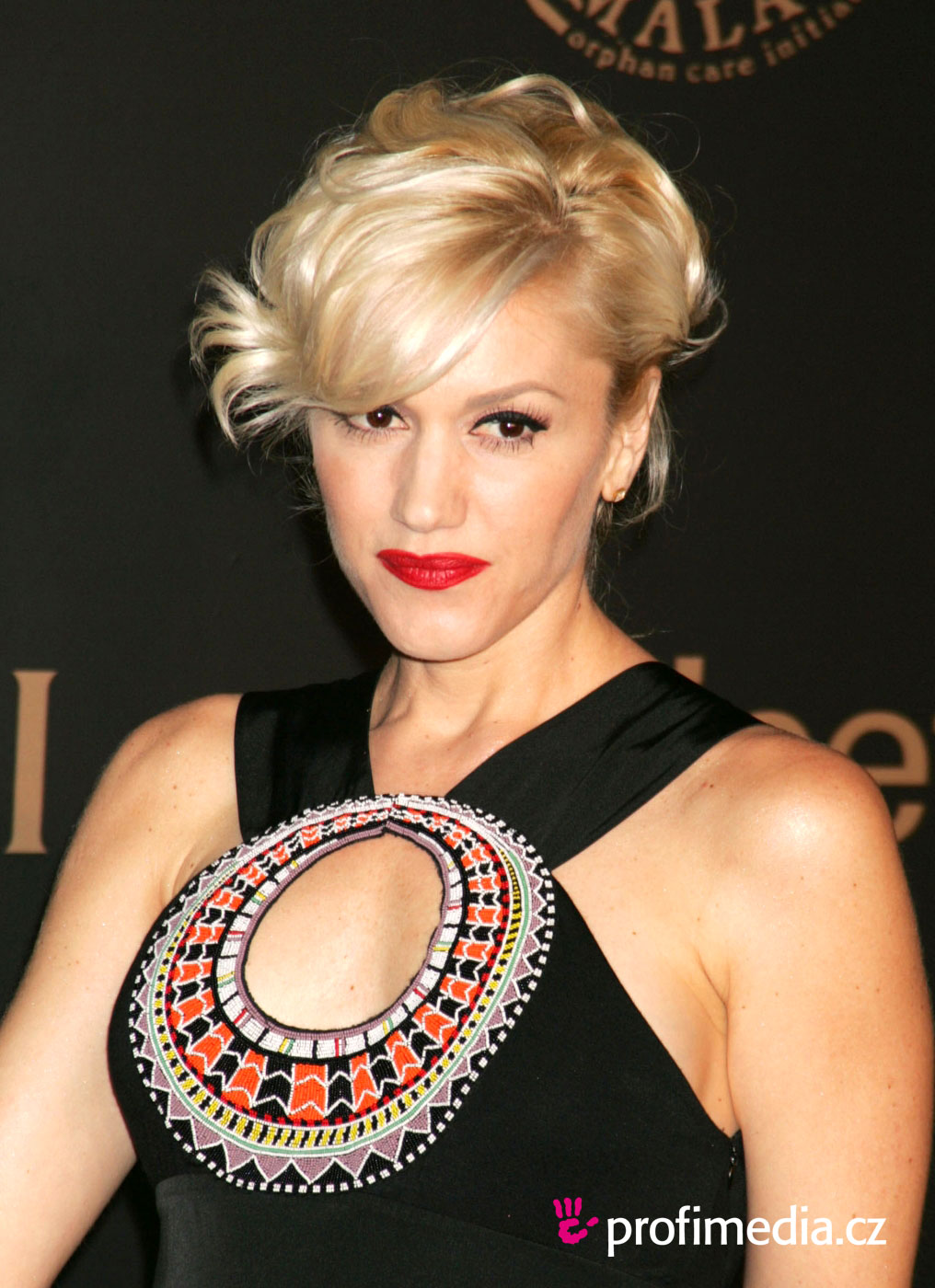 Gwen stefani coiffure happyhair for Miroir virtuel coiffure