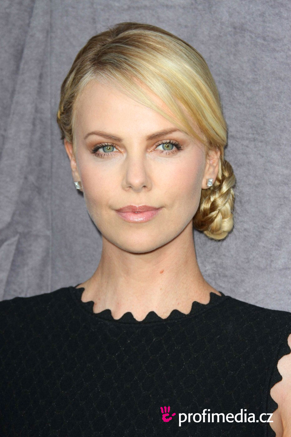 Charlize Theron Hairstyle Easyhairstyler