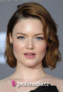 Účesy celebrit - Holliday Grainger