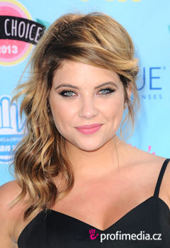 Acconciature delle star - Ashley Benson