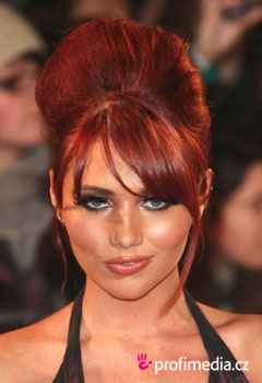 Účesy celebrit - Amy Childs