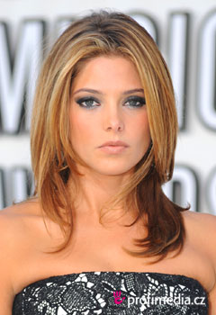 Účesy celebrit - Ashley Greene