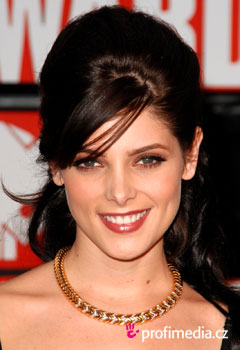 Účesy celebrít - Ashley Greene