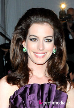 Coafurile vedetelor - Anne Hathaway
