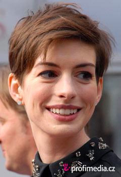 Acconciature delle star - Anne Hathaway