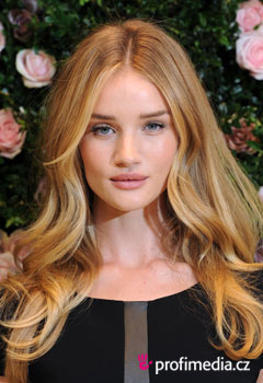 Sztárfrizurák - Rosie Huntington-Whiteley