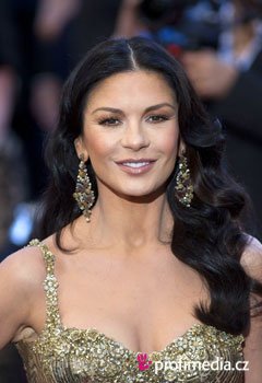Účesy celebrít - Catherine Zeta-Jones