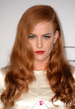 Účesy celebrít - Riley Keough