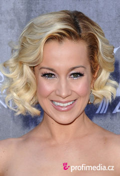 graduation hair styles kellie pickler 250 česy celebrit v happyhair 1619