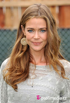 Účesy celebrít - Denise Richards