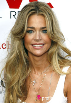 Sztárfrizurák - Denise Richards