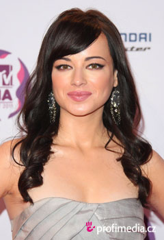 Účesy celebrit - Ashley Rickards