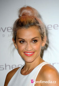 Acconciature delle star - Ashley Roberts