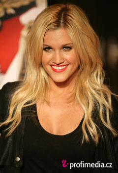 Účesy celebrít - Ashley Roberts
