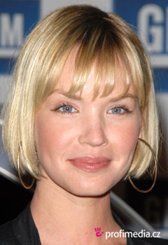 Účesy celebrít - Ashley Scott
