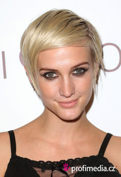 Celebrity - Ashlee Simpson-Wentz