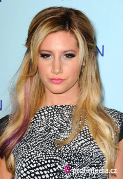 Účesy celebrít - Ashley Tisdale