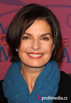 Acconciature delle star - Sela Ward