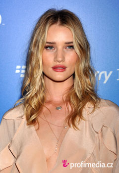Účesy celebrit - Rosie Huntington-Whiteley