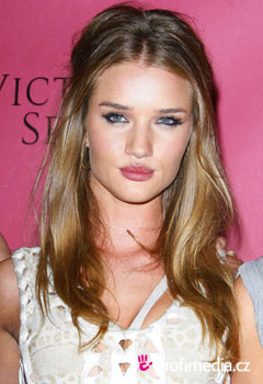 Kändisfrisyrer - Rosie Huntington-Whiteley