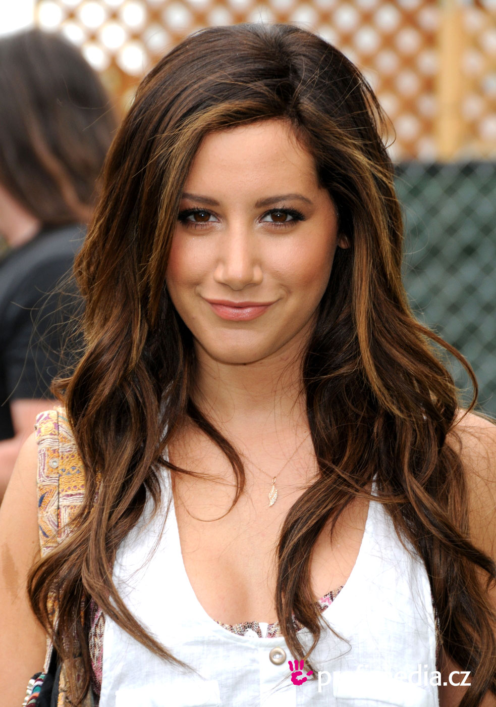Ashley tisdale coiffure happyhair for Miroir virtuel coiffure